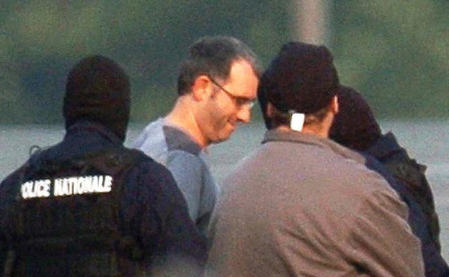 Tres parlamentarios franceses se reúnen en la cárcel con 'Antza' y 'Anboto'