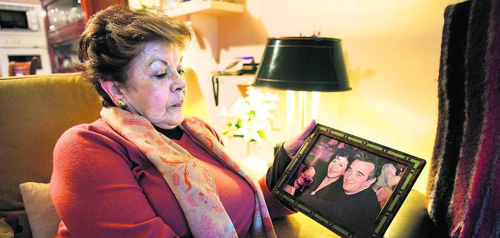 «Después de matar a mi marido seguían llamando a casa para meterme miedo»