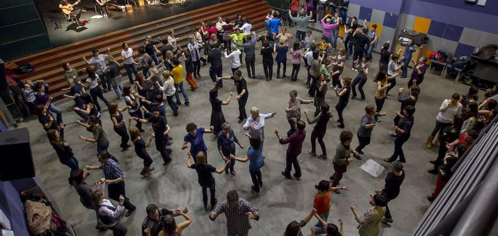 'Muga gainetik dantzan', Durangon erromeria handia ospatzeko