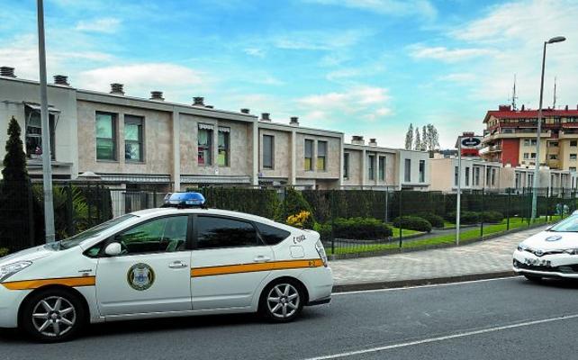 Un policía local donostiarra rompe la tibia a un guardia civil retirado