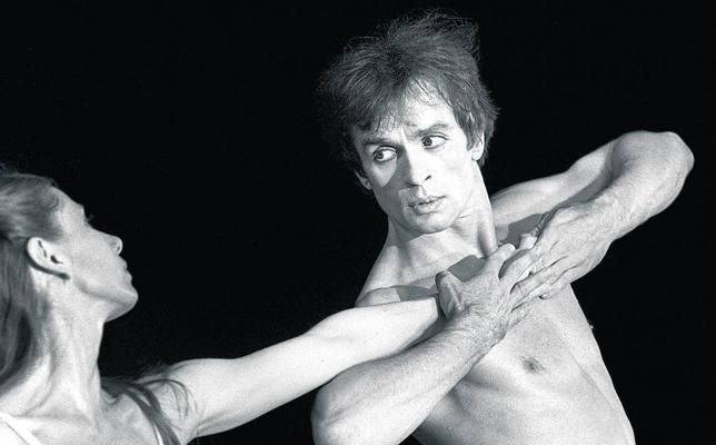 Nuréyev vuelve a bailar en Moscú