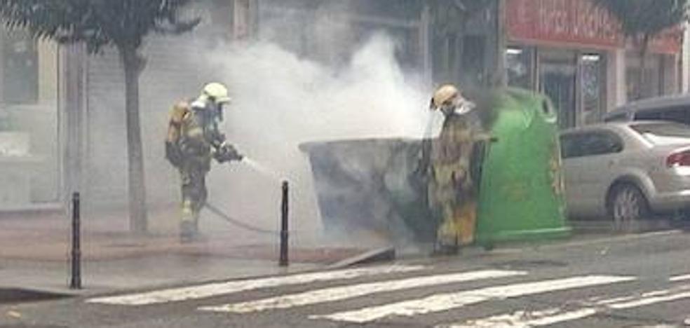 Detienen a un hombre de 52 años por recorrer Barakaldo quemando contenedores