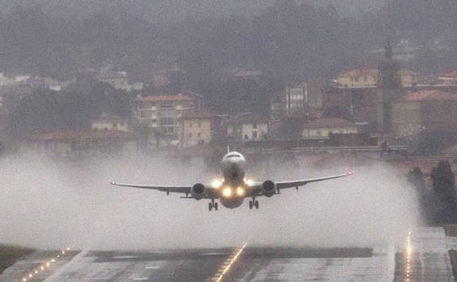 Un avión con destino Loiu regresa a Venecia por una falsa avería en mitad del temporal