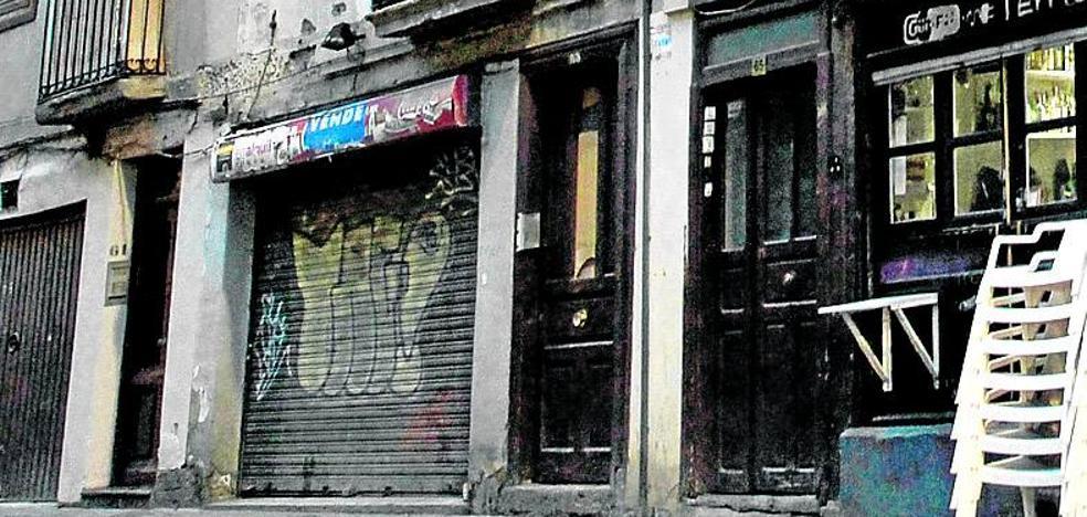 Los 'bartolos' ocupan un bloque en la calle Pintorería ante su inminente desalojo