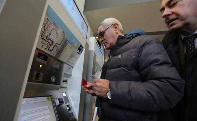 Euskotren adapta sus máquinas expendedoras a las personas con discapacidad visual