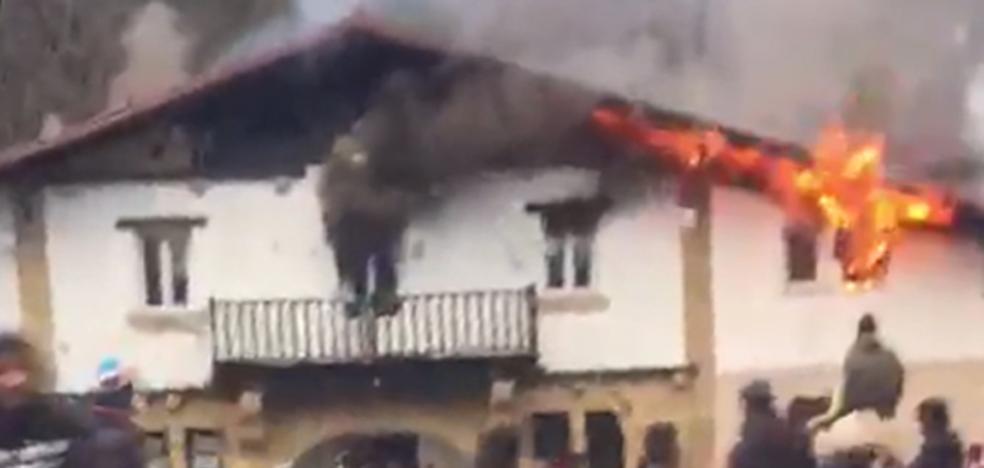 Un incendio provocado destroza la planta superior del centro de menores de Amorebieta