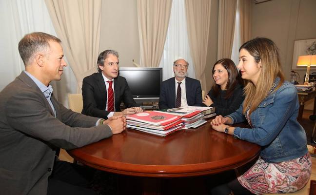 De la Serna asegura que el AVE tendrá parada en Miranda y confirma la conexión con Logroño