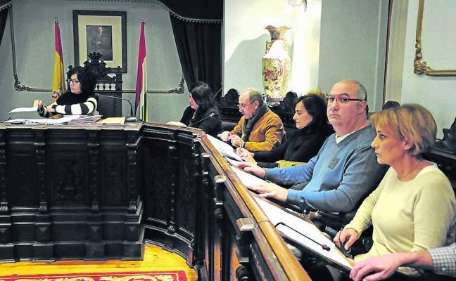 El tripartito jarrero aprueba unas cuentas que denuesta la oposición