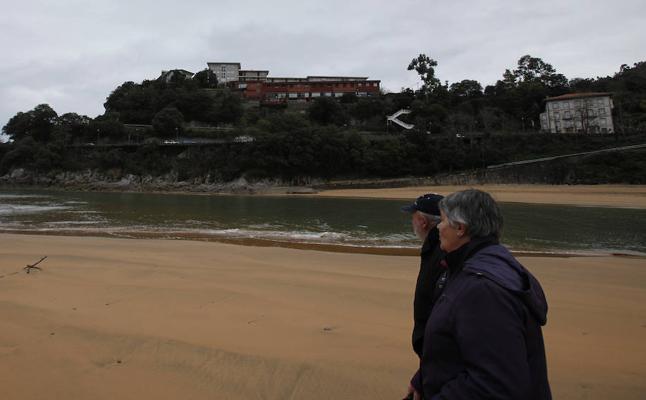 Mendexa retoma el proyecto del parking de Vista Alegre para la playa con el apoyo vecinal