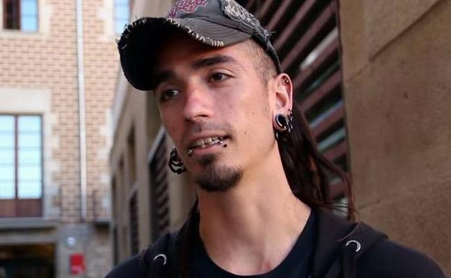 Detienen a un conocido antisistema de Barcelona por la muerte del hombre apaleado por llevar tirantes con la bandera de España