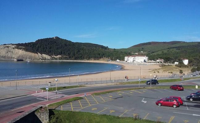 Gorliz reclama a Costas la cesión de los aparcamientos de la playa para implantar la OTA