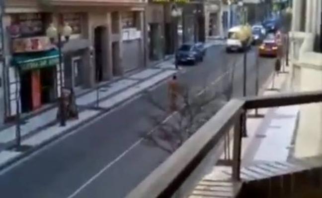 Un hombre desnudo daña varios coches en el centro de Tudela