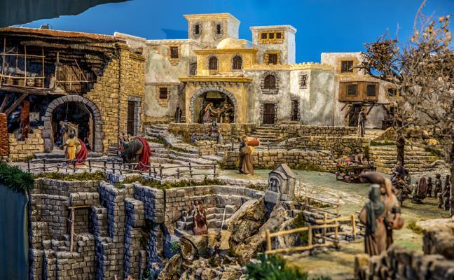 El Mercado de la Ribera se viste de Navidad con el belén más grande de Bizkaia