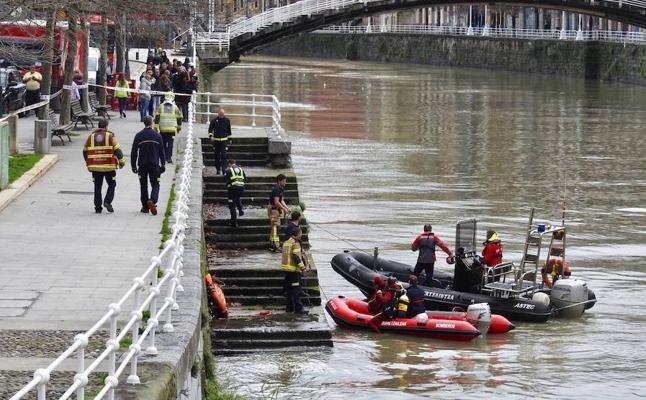Suspendida la búsqueda del hombre que cayó a la ría de Bilbao