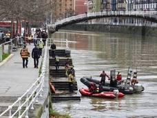 Suspendida de forma definitiva la búsqueda del hombre que cayó a la ría de Bilbao