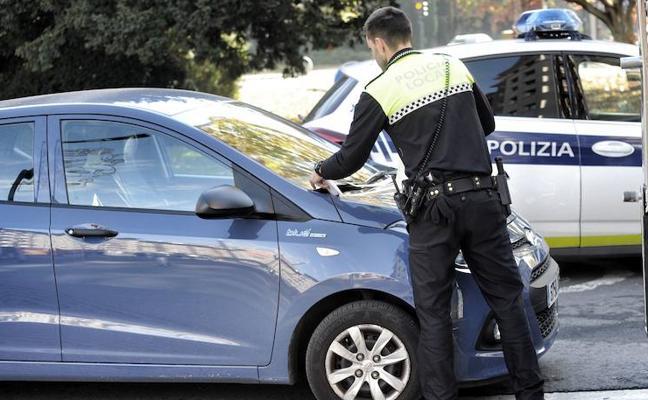 La falta de acuerdo con los policías locales de Vitoria alarga la 'huelga de celo'