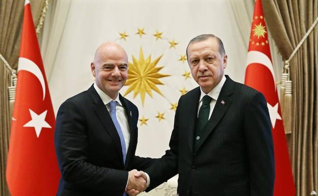 Infantino, acusado de haber permitido a Turquía actuar al margen de su reglamento