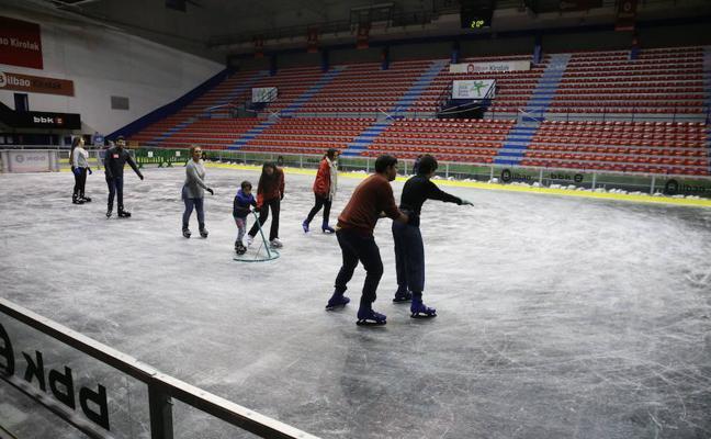 Reabren la pista de hielo de La Casilla tras su cierre por fallos de seguridad