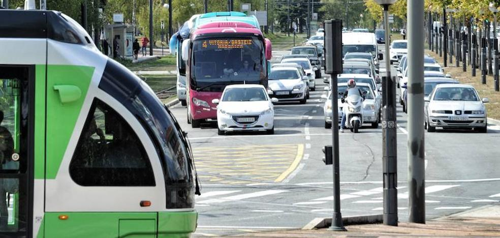 El Gobierno local PNV-PSE recurre la consulta sobre el tranvía al Sur de Vitoria