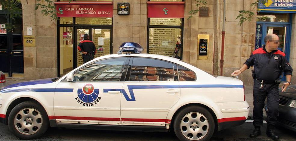 Detenido tras agredir a tres vigilantes en una tienda de Bilbao para robar juguetes