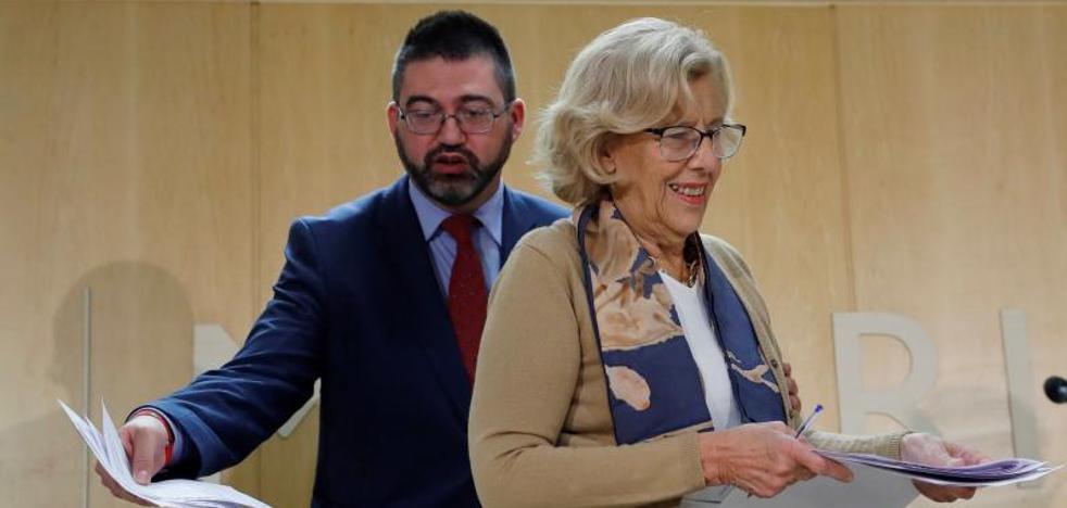 Carmena destituye al concejal de Hacienda por no apoyar el Plan Económico