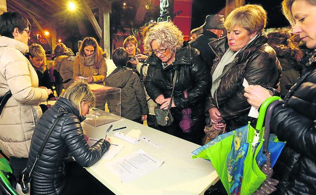 Los vecinos de Loiu votan por un teatro con locales de ensayo y un gimnasio