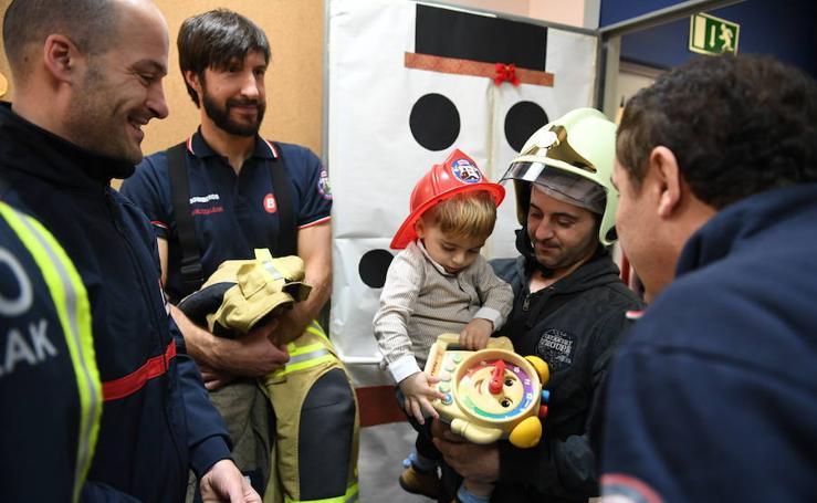 Los bomberos visitan Basurto