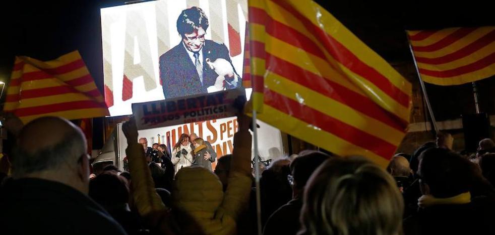 Cataluña decide entre el segundo acto del 'procés' o el retorno a la legalidad autonómica