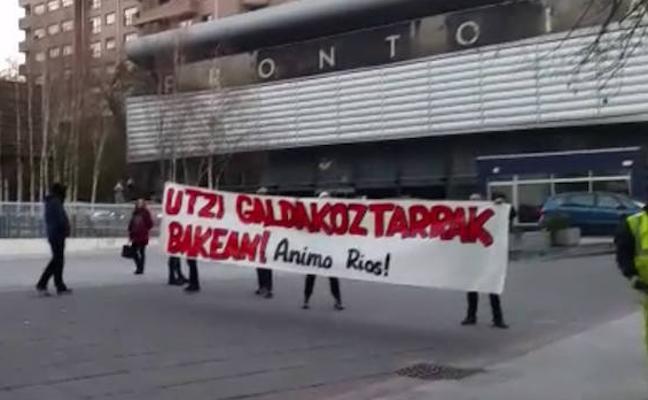 Encapuchados llaman «cerda, fascista e hija de Franco» a la edil del PP en Galdakao