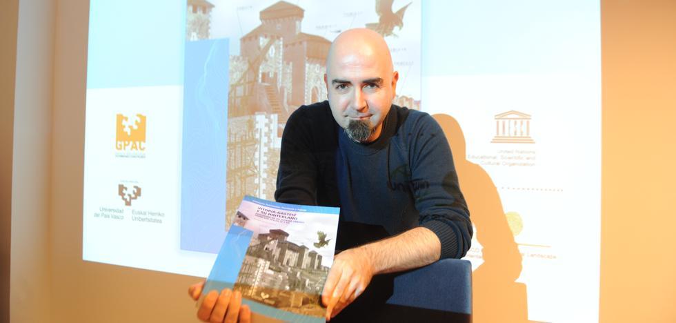 El arqueólogo Ismael García presenta su libro que replantea la historia de Vitoria