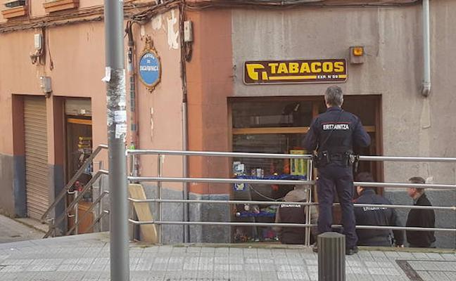 Roban 9.000 euros en tabaco en un estanco de Bolueta