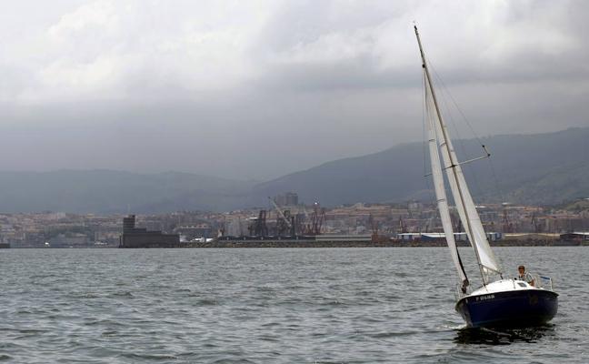 Santurtzi recupera después de seis años las salidas en velero para avistar aves