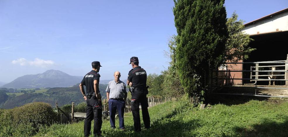Condenan a un hombre por estafar en dos caseríos de Bizkaia al hacerse pasar por revisor del gas