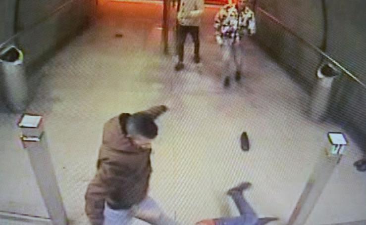 La secuencia de imágenes en la que un joven de 23 años perdió la visión en un ojo tras ser agredido en Abando