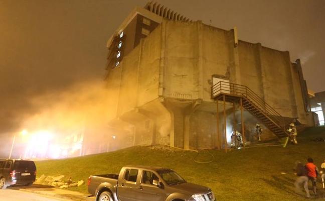 Arde la sala de calderas de una residencia de Portugalete