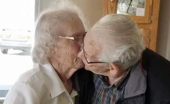 Obligan a una pareja de ancianos a pasar su primera Nochebuena separados en 69 años