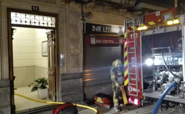 Desalojan una vivienda en la calle Ledesma de Bilbao por un incendio