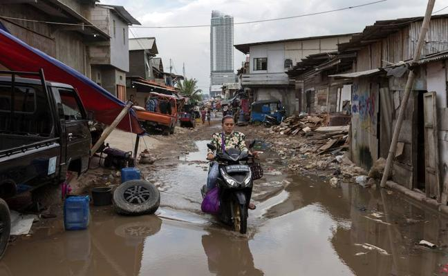 Yakarta se hunde en su caos