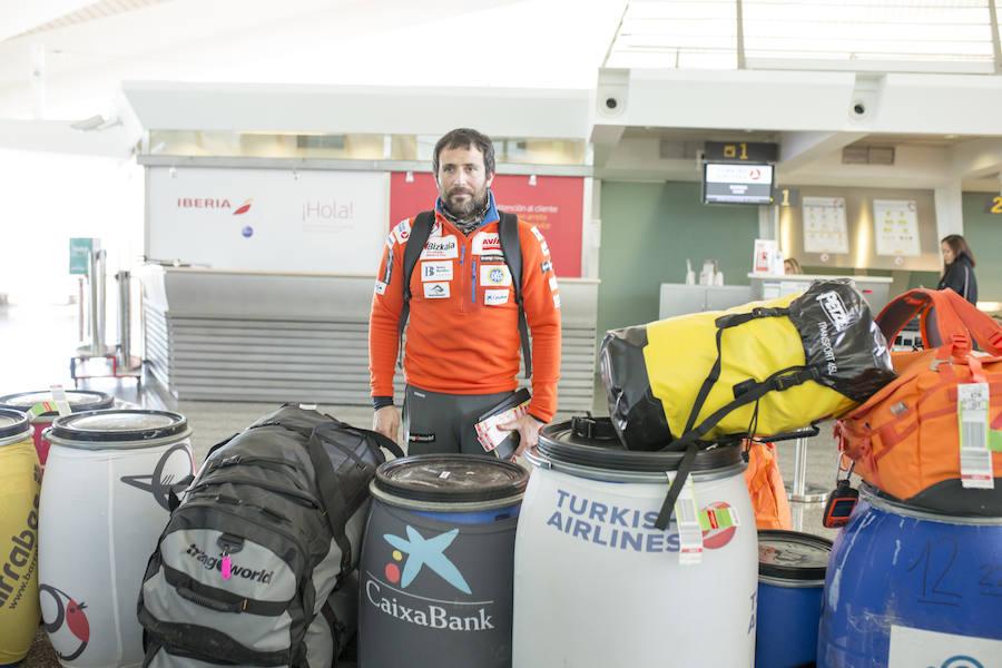 Fotos: Txikon parte hacia el Everest