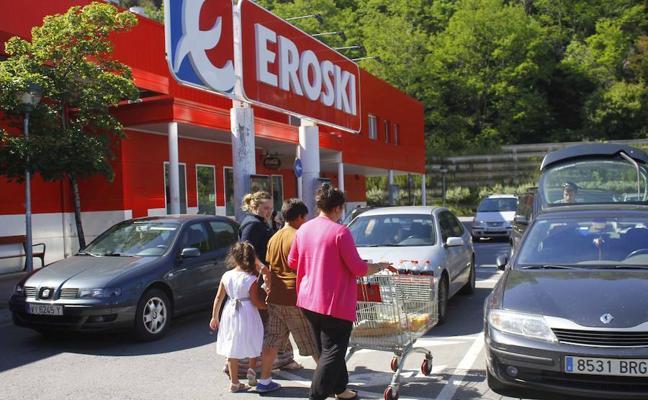 Eroski paga 3 millones a los tenderos del mercado de Zorroza para montar un súper