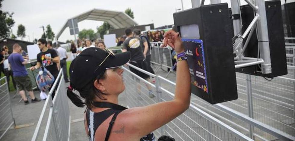 Consumo abre un expediente al BBK Live por no devolver el dinero de las pulseras prepago