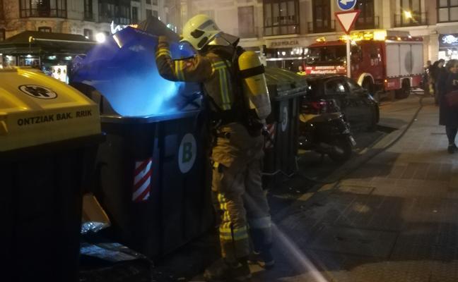 Arde un contenedor en la plaza del Ensanche