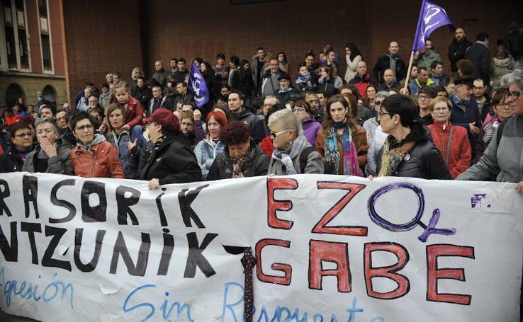 Concentración en repulsa de la agresión grupal a una menor en Barakaldo