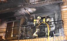 Dos bengalas tras las campanadas causan dos aparatosos incendios en Portugalete