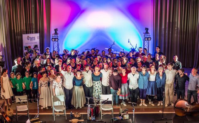Korrontzi reúnen a 200 bailarines en el Teatro Campos para su show 'Benefic'