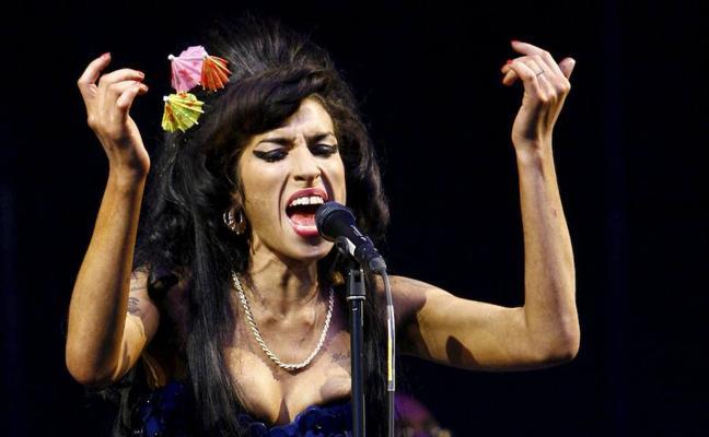 El fantasma de Amy Winehouse visita a su padre