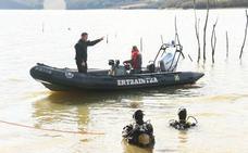 La Ertzaintza encuentra también la mochila de Jon en el entorno del pantano de Urrunaga