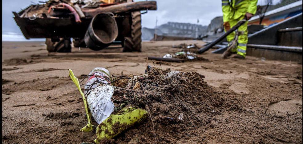 En invierno, continúa la limpieza en las playas: 1.500 toneladas de residuos al año
