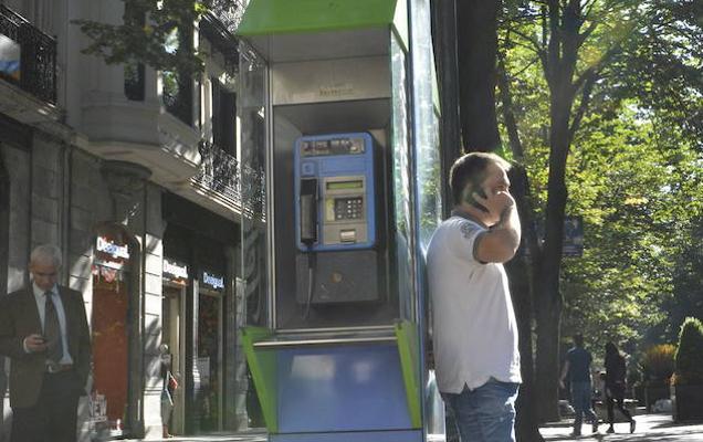 El Gobierno da otro año de vida a las cabinas de teléfonos