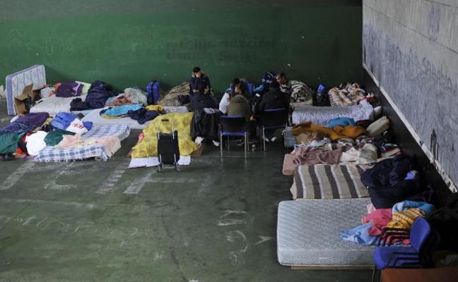 25 camas bajo el puente de la autopista en Rekalde